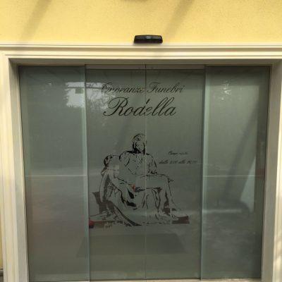 Vetrofania per attività commerciale - Brescia